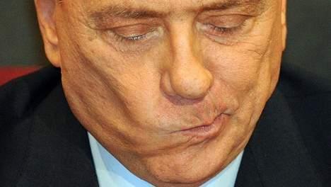 Cinq ans de prison requis contre Berlusconi