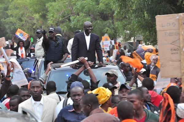 Dernière minute: Idrissa Seck fait face aux policiers au rond-point de Sandaga et refuse de reculer