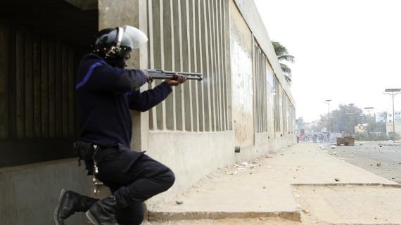 Dernière minute: les policiers jettent des grenades lacrymogènes et transforment l'avenue Ponty et la Place de l'Indépendance en champs de bataille