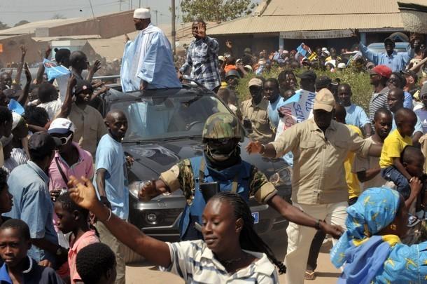 Dernière minute: Pluie de pierres sur le cortège de FAL, le véhicule de Wade cassé à Nguéniène