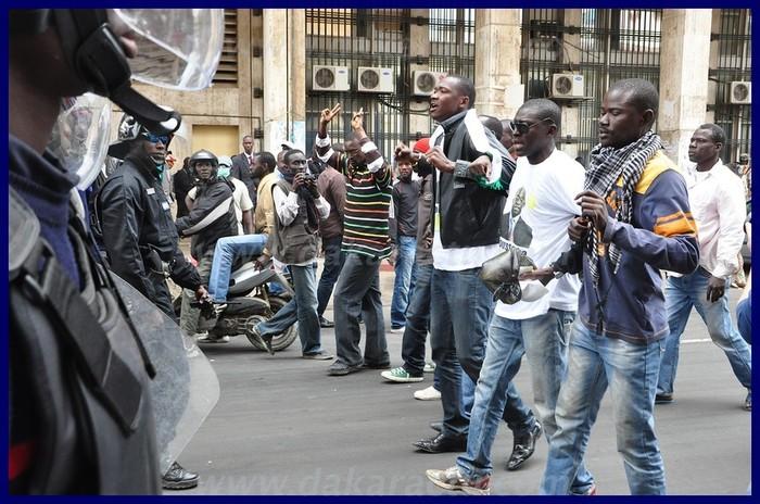 Revivez la manifestation, la charge de la police, les réactions des manifestants (PHOTOS)
