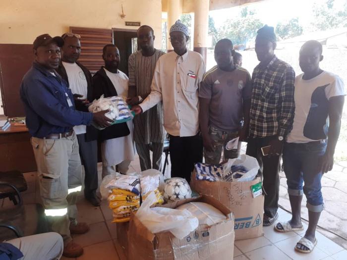 Kédougou/Khossanto : Le maire Mamady Cissokho injecte près de 18 000 000 Fcfa dans l'Éducation, la Santé et le Sport.