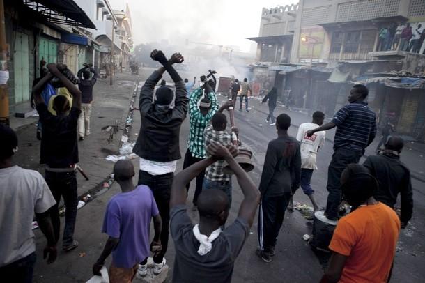 Dernière minute: Les affrontements s'accentuent à la rue Carnot.