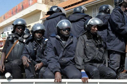 Dernière minute: Les gendarmes affrontent les manifestants à Cambérène