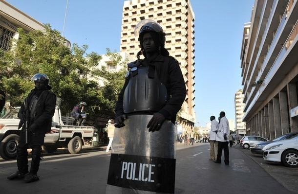 Revue de presse : Sénégal - ''La violence monte, les autorités se barricadent à domicile''
