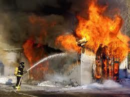 Des élèves frondeurs brûlent la maison et le véhicule du maire de Dahra