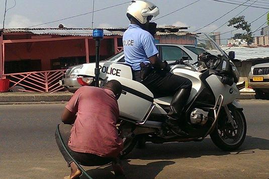 Maouloud 2019 : Un motard du  convoi  d'Aly Ngouille Ndiaye fait un accident à hauteur de Ndiassane