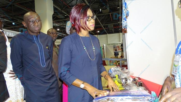 STESS : Les images la visite des stands par la MMFES, Mme Zahra I. T. Diop