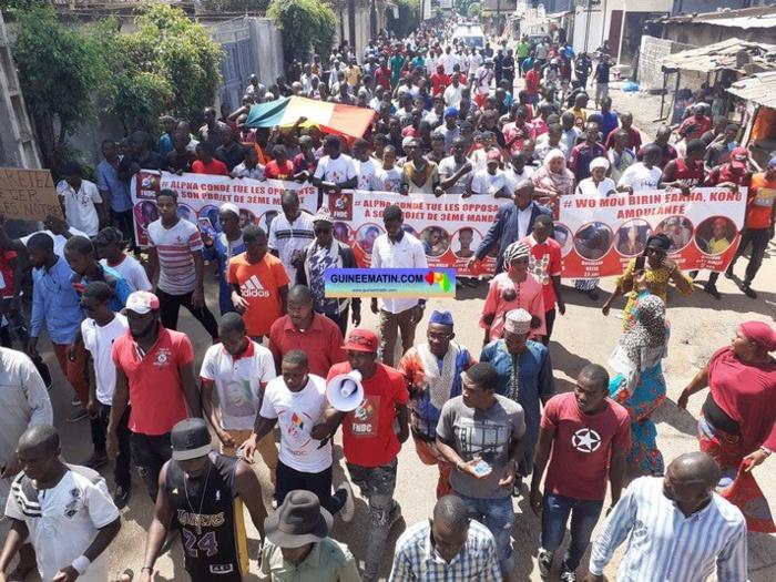 Guinée Conakry : la marche funèbre essuie des tirs à balles réelles, un mort et plusieurs blessés...