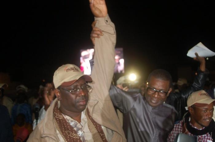 Voir la photo de Youssou Ndour au meeting de clôture de Macky Sall