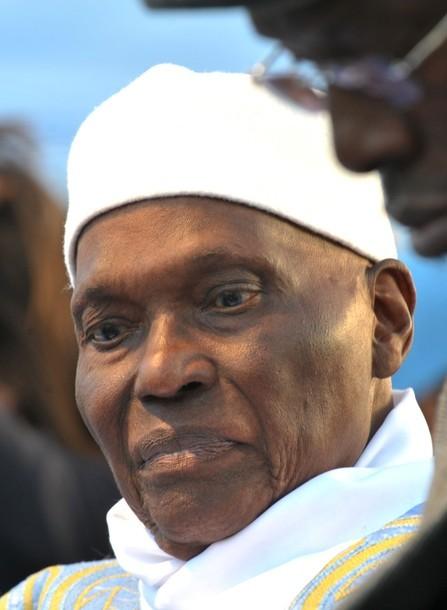 Dernière minute: 12h15: le candidat Abdoulaye Wade sur le point de rallier son bureau de vote au Point E