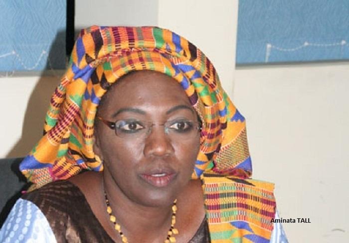 13h02: Aminata Tall refuse de prendre le bulletin de vote du candidat Abdoulaye Wade