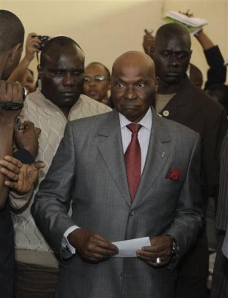 Regardez les images du vote d'Abdoulaye Wade