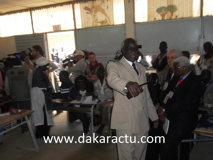 Le préfet de Dakar venu mettre de l'ordre avant l'arrivée de Wade dans son bureau de vote