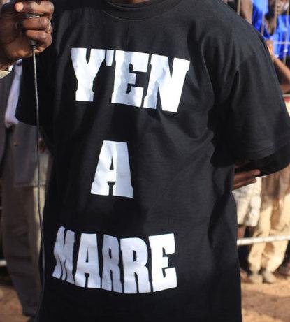"""Dernière minute: 17h15: Des jeunes habillés aux couleurs de """"Y en a marre"""" pour semer le trouble à Rufisque et à Keur Massar à partir de 18h"""