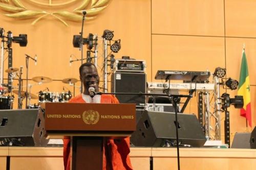 Baaba Maal, Ismael Lô, Pape Diouf, Gorgui Ndiaye, Kalidou Kassé et Kouthia à Rufisque pour soutenir le Gingembre Littéraire de ContinentPremier.