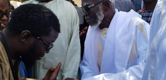 IMAGES- L'honorable député offre une autruche au Khalife Général des Mourides