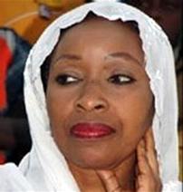 Awa Ndiaye vire la directrice de Douta Seck pou avoir autorisé une conférence de presse de l'APR.