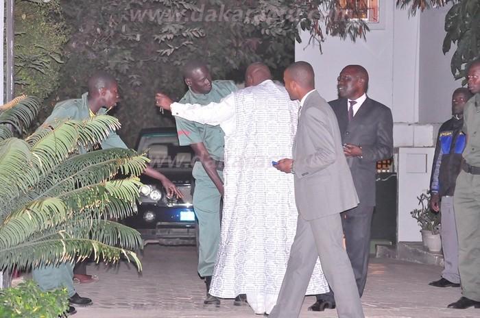 Insolite: La sécurité de Moustapha Niasse fouille Abdou Latif Coulibaly