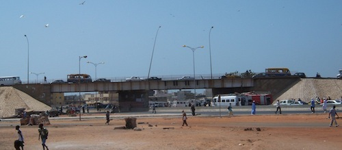 Drame évité de justesse à la Patte d'oie: Awa Cécile Gomis saute du pont.