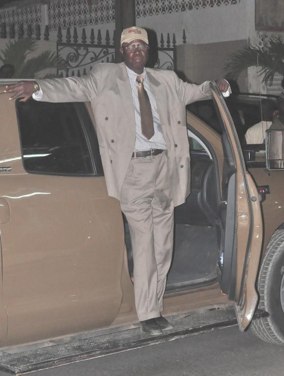 Voici le colonel Mboup, chef de la securité de Macky Sall, de retour à ses côtés