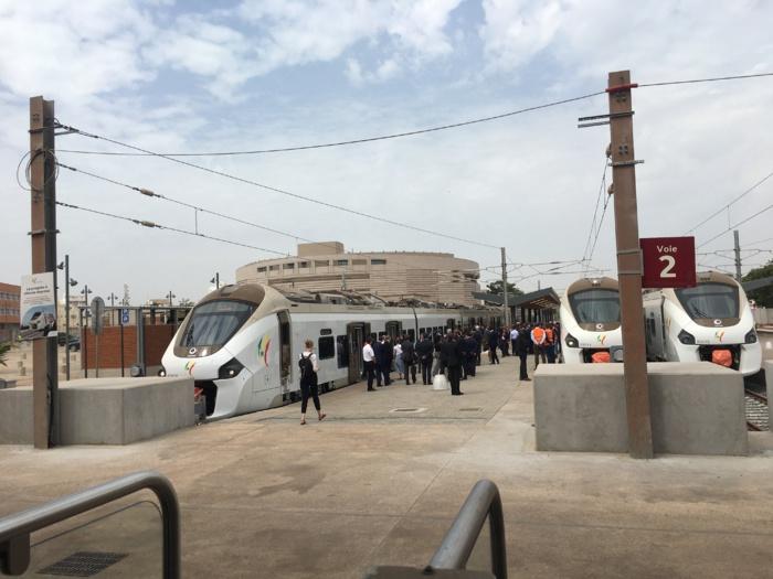 Transports : Le Premier ministre français, Édouard Philippe visite la gare du TER
