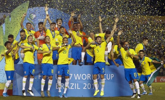 Mondial U17 : Le Brésil sacré champion devant son public, face au Mexique battu 2-1
