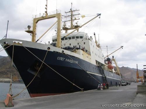 """Greenpeace appuie l'arraisonnement du navire russe """"Oleg"""" par les autorités sénégalaises"""