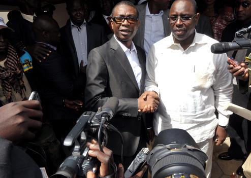 Youssou Ndour lance ''Weur ndombo'' en faveur de Macky Sall