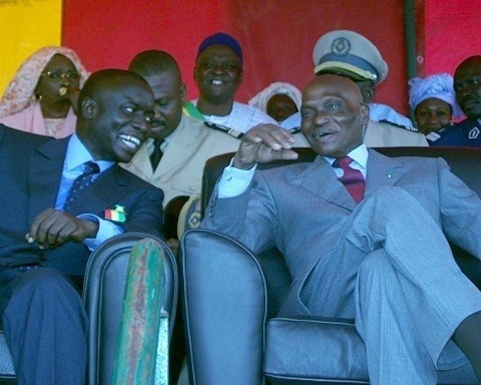 """Le parti d'Idrissa Seck presque totalement """"bouffé"""" par Abdoulaye Wade"""