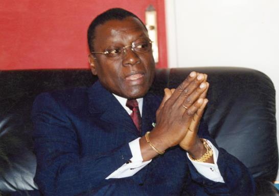 Sollicité par les étudiants, Pierre Goudiaby Atepa en sapeur-pompier auprès du Saes