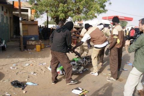 Le cortège de Macky Sall attaqué par des nervis du Pds à Kébémer (Voir les photos)