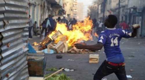 Intifada à Guédiawaye: artisans contre volontaires de la mairie, deux blessés chez les volontaires et l'état-civil caillassé.