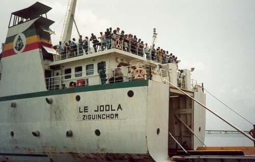 Des bourses pour les orphelins du Joola.