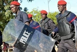 Gourdin en main pour voter, le policier perturbe le centre El hadj Bibi Ndiaye
