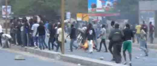 Dernière minute: Des affrontements éclatent entre étudiants et policiers.