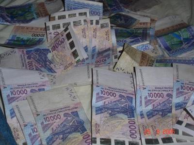 La présidente d'un mouvement fait un prêt de 600 000 à la banque pour la campagne de Wade et se retrouve en prison.