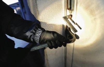 Saint-Louis/Bango : Des hommes armés cambriolent une boutique, blessent grièvement une personne et emportent le coffre-fort