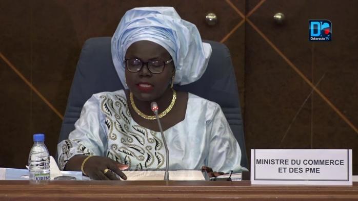 """Le ministre  Mme Asomme Diatta au parlement sénégalais : """"Depuis 2012, les prix des denrées de première nécessité sont stables"""""""