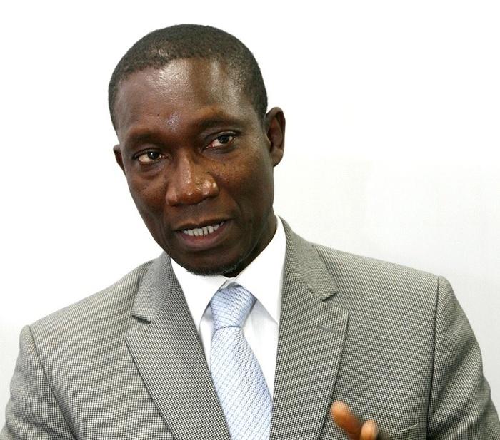 Me Amadou Sall arrive dans son centre de vote avec deux véhicules bourrés de nervis.