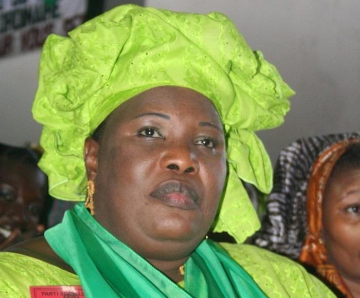 Aminata Mbengue Ndiaye accuse son frère Gaston Mbengue du délit d'achat de consciences: une dispute éclate entre les deux.