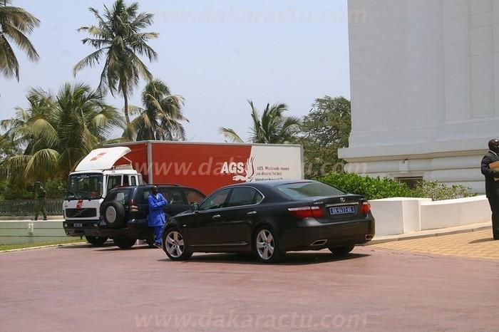 Voici le véhicule déménageur affrété par Abdoulaye Wade.(PHOTOS)