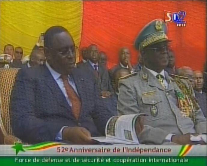 Le président de la République arrive à 10h précises à la place de l'Indépendance.