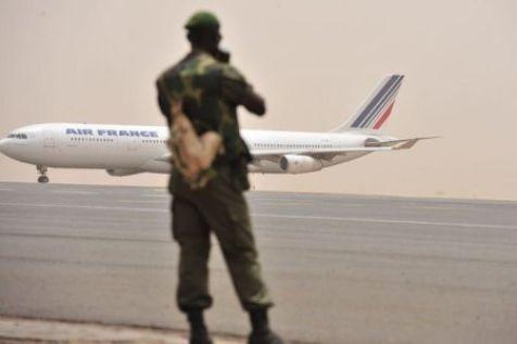 Mali : débandade française vers le Sénégal.