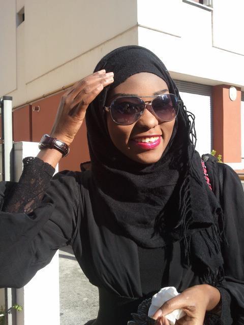 Le mannequin Sira Cissokho est ici en mode Ibadou. Cela ne lui enlève rien à sa beauté de femme sénégalaise et africaine.