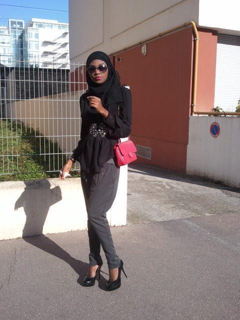Le mannequin Sira Cissokho est ici en mode Ibadou. Cela ne lui enlève rien à