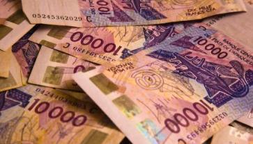 Des dizaines de sacs bourrés d'argent sortis du palais.