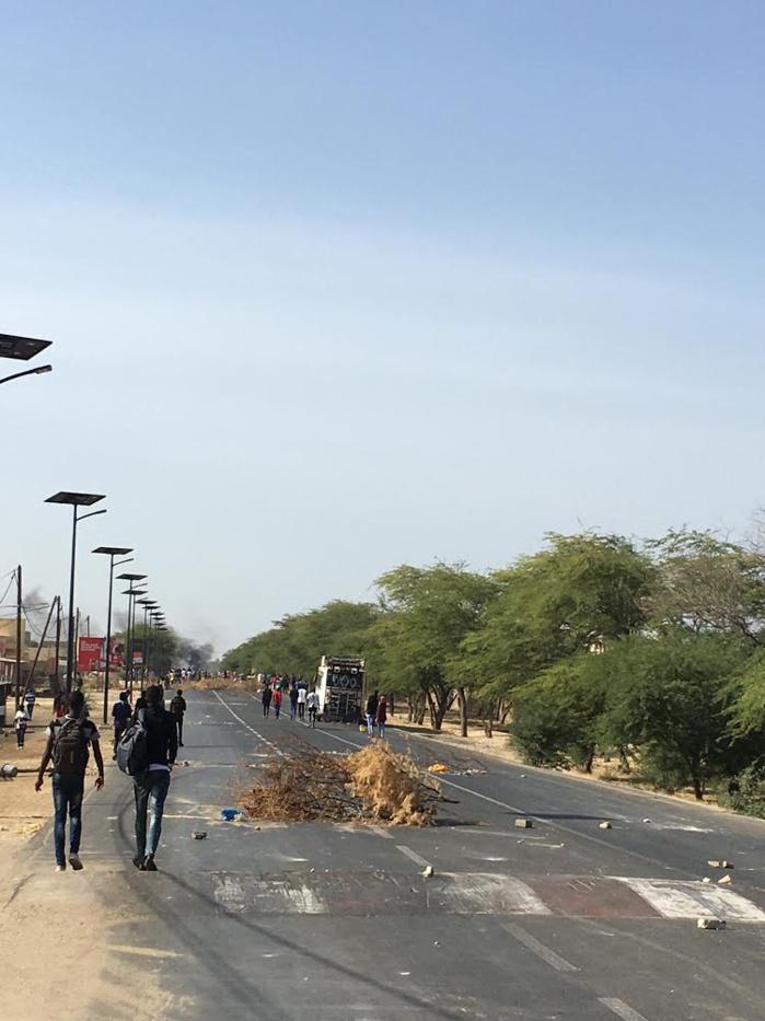UGB : Les étudiants bloquent la RN2 et demandent un paiement immédiat des bourses