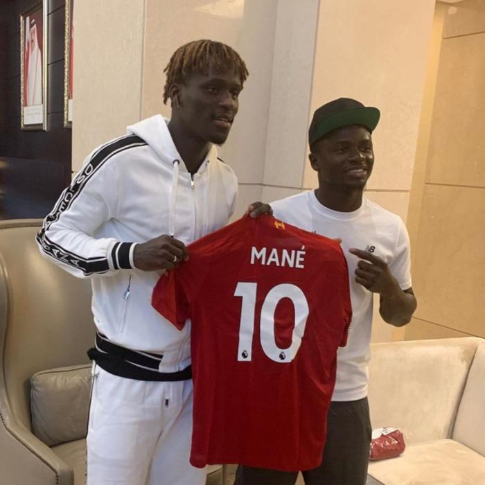 Coupe du monde des clubs : Sadio Mané a rencontré Kara Mbodj au Qatar.