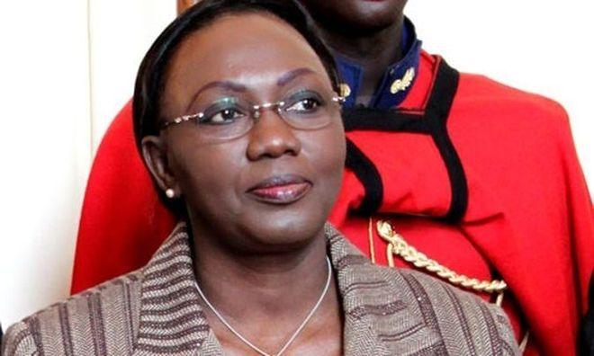 Aminata Tall annule 150 contrats spéciaux de l'ancien régime.